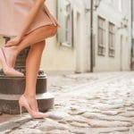 Tes chaussures sont serrées ? Trucs pour les agrandir d'une taille unique