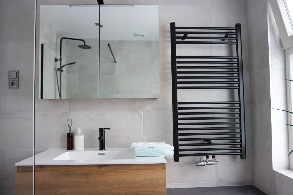 Aménager une petite salle de bain avec le bon choix de meubles
