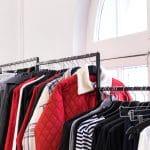 Acheter des vêtements de seconde main : pourquoi penser aux friperies ?