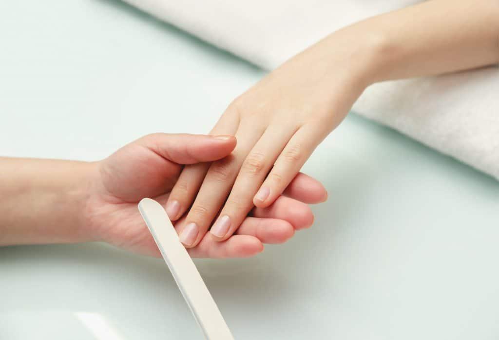 Comment avoir des ongles longs et durs naturellement ?